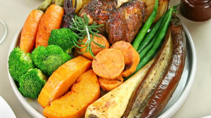 -Gebratenes Brokkoli Süsskartoffel Karotten Gemüse aus dem Wok