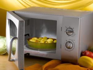 Süßkartoffel in der Mikrowelle zubereiten